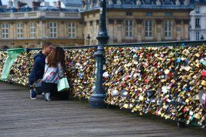 Lovers and padlocks on pont des arts, Paris
